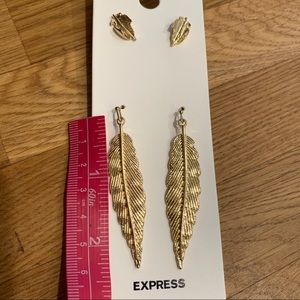 Express Jewelry - Express Feather Earring Set